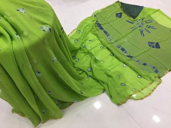 Green square print casual wear chiffon saree with blouse piece