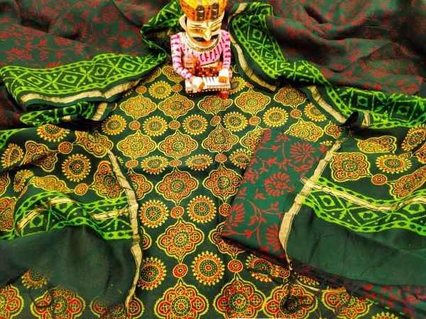 Green pigment print chanderi suit set With salwar