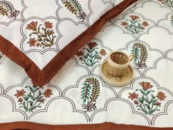 Kingsize White and maroon Cotton double size bedsheet