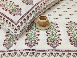 White booty print cotton bedsheet with 2 pillow cover